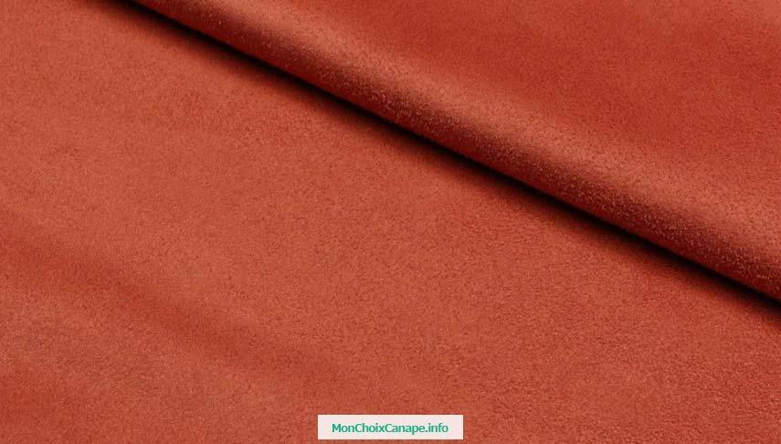 Nettoyer canapé en daim rouge