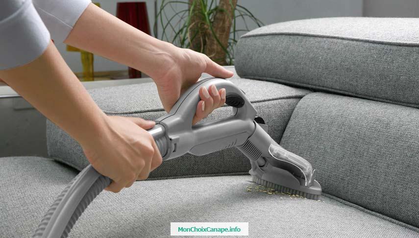 Les meilleurs aspirateurs pour nettoyer un canapé en tissu