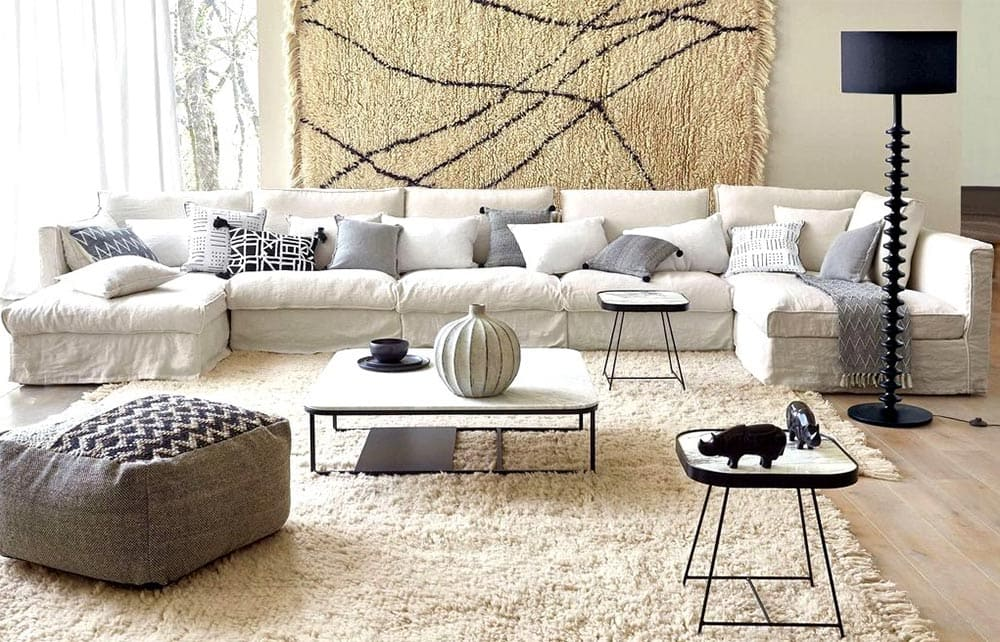 Salon décoré avec un canapé en lin froissé