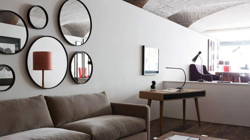 Décorer son salon avec des miroir au dessus du canapé