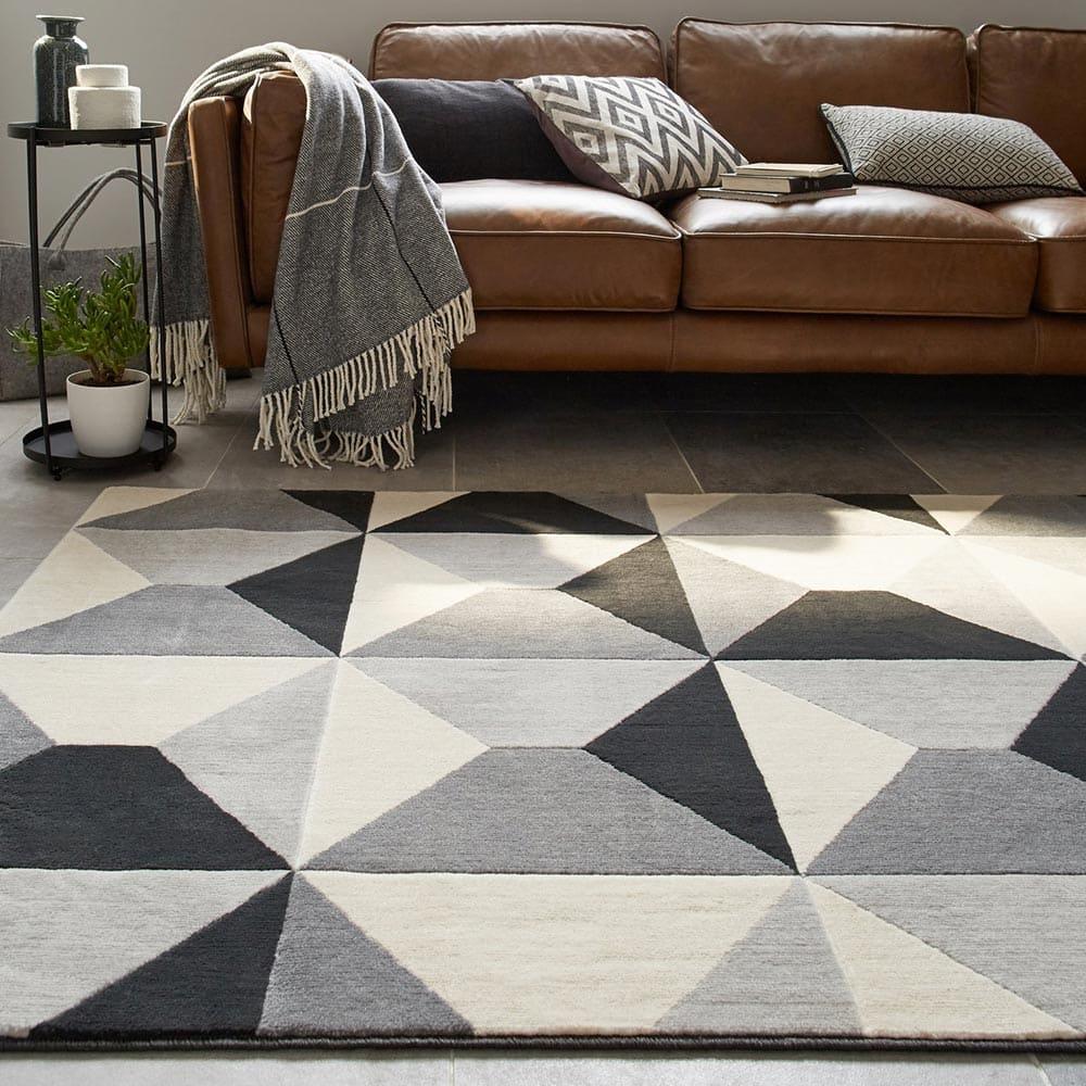 Décorer son salon à l'aide d'un tapis géométrique