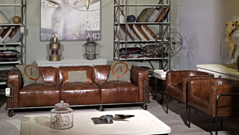 Canapé industriel en cuir dans salon vintage